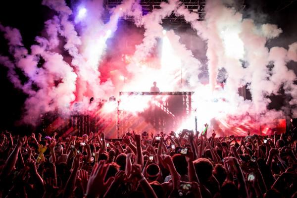 Calvin Harris performs at the 2015 Sweetlife Festival.BFA