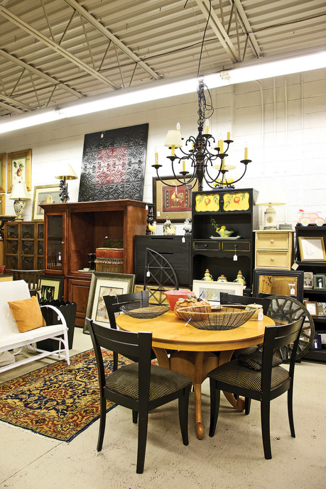 Attractive Distinguished By Its Helpful Service, Belle Cose Features Upscale Resale  Items By Name Brand Furniture Makers Such As Domain And Ethan Allen.